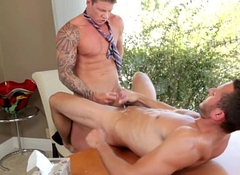 Office hunk assfucked on his writing-desk